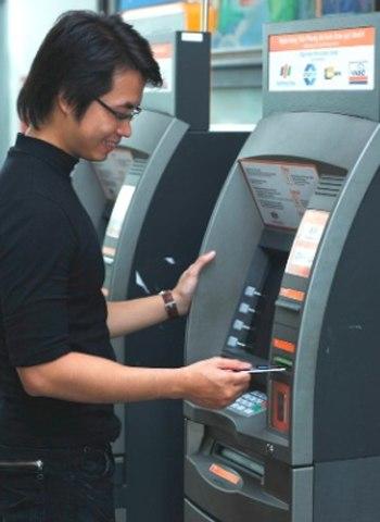 cách kiểm tra số dư tài khoản ở ATM