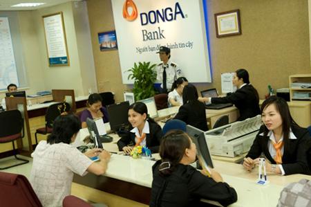 rut-tien-bang-the-visa-tai-quay-cua-donga-bank