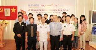 Hướng về biển đảo: BAC A BANK và TH true MILK trao tặng học bổng Nguyễn Thái Bình