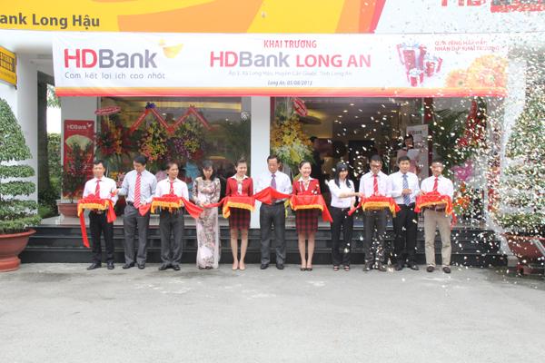 HDBank Long An đã tưng bừng khai trương với nhiều phần quà và chương trình ưu đãi dành cho những khách hàng đầu tiên