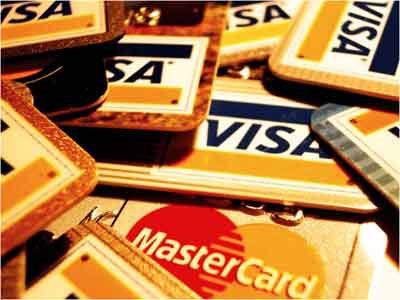 Nhiều ngân hàng phải trả giá cho chỉ tiêu phát hành thẻ tín dụng