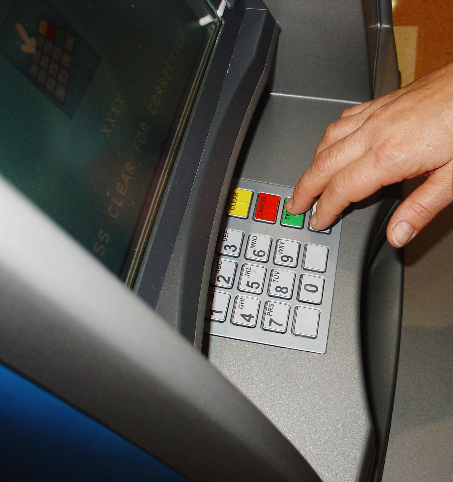 chuyển tiền vào ATM và chuyển tiền liên ngân hàng