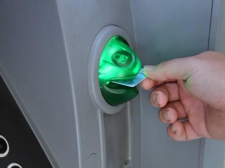 khi thẻ ATM bị nuốt thẻ cần làm gì
