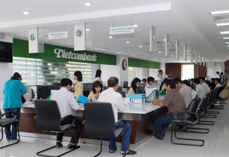 Có nên làm thẻ tín dụng Vietcombank không?