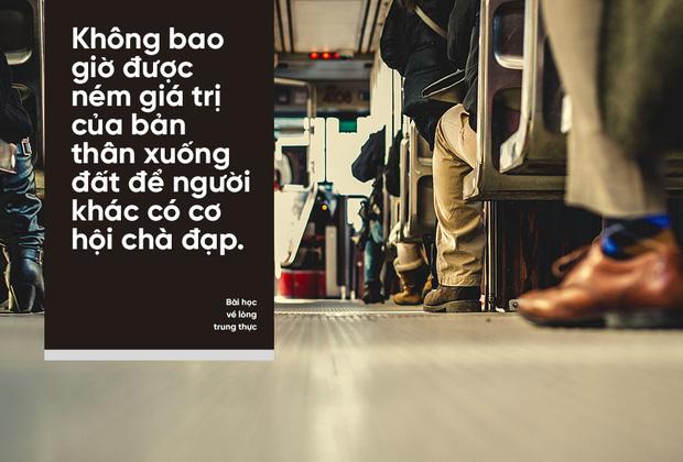 dua-the-tin-dung-cho-nguoi-an-xin-gap-ngoai-duong-nu-giam-doc-nhan-duoc-bai-hoc-ve-long-trung-thuc-1