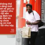 Đưa thẻ tín dụng cho người ăn xin gặp ngoài đường, Nữ giám đốc nhận được bài học về lòng trung thực